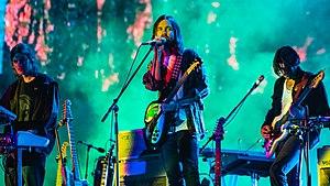Tame Impala se apresentando em 2019 no Flow Festival