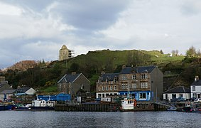 Tarbert Castle and harbour 20120410.jpg
