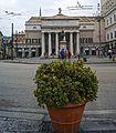 Teatro carlo felice e statua Garibaldi.jpg