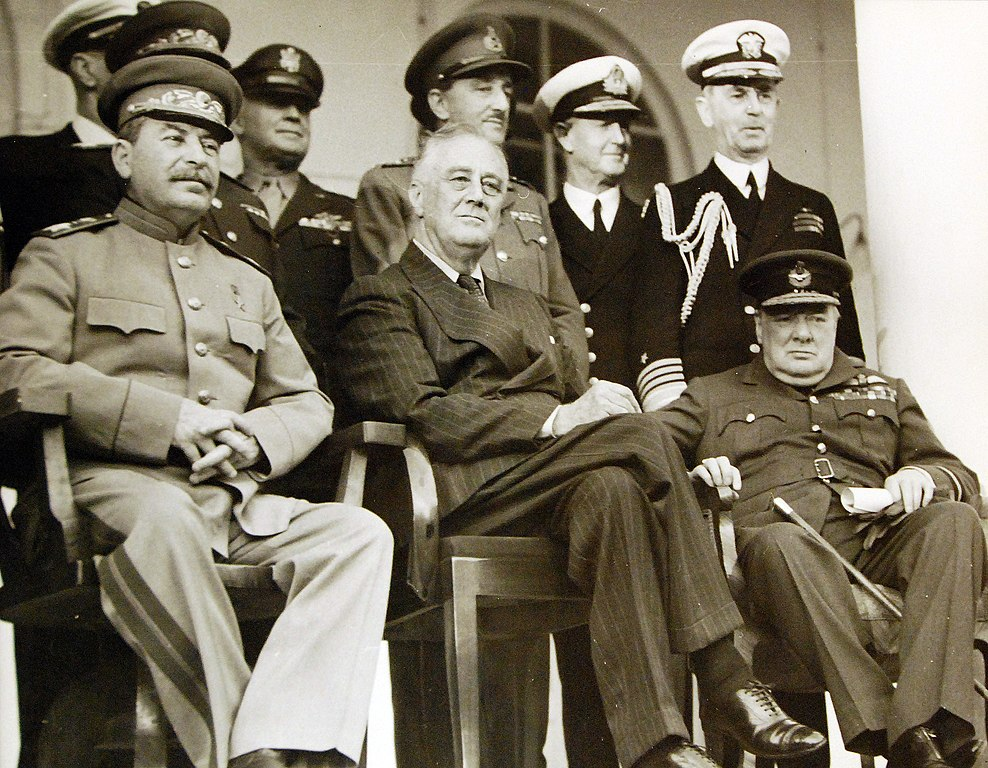 Josef Stalin, Franklin D. Roosevelt y Winston Churchill, en la Conferencai de Teherán.