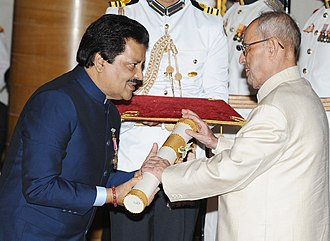 Udit Narayan - Udit Narayan Jha receiving Padma Bhushan from Indian government