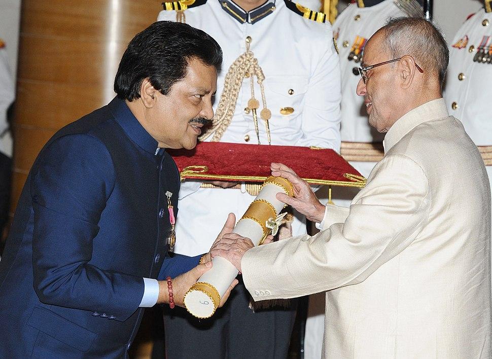 The President, Shri Pranab Mukherjee presenting the Padma Bhushan Award to Shri Udit Narayan Jha, at a Civil Investiture Ceremony, at Rashtrapati Bhavan, in New Delhi on April 12, 2016