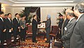 The Prime Minister of China, Mr. Wen Jiabao presenting a memento to the Prime Minister, Dr. Manmohan Singh, during his visit to the United States, in New York on September 24, 2008.jpg