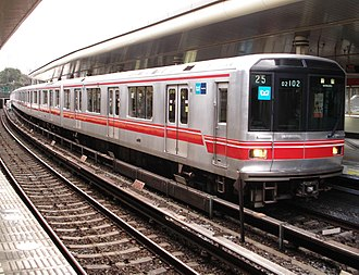 Tokyo Metro Marunouchi Line - An 02 series EMU at Yotsuya Station in June 2007