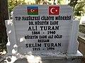 Tomb of Ali bey Huseynzade 2.jpg