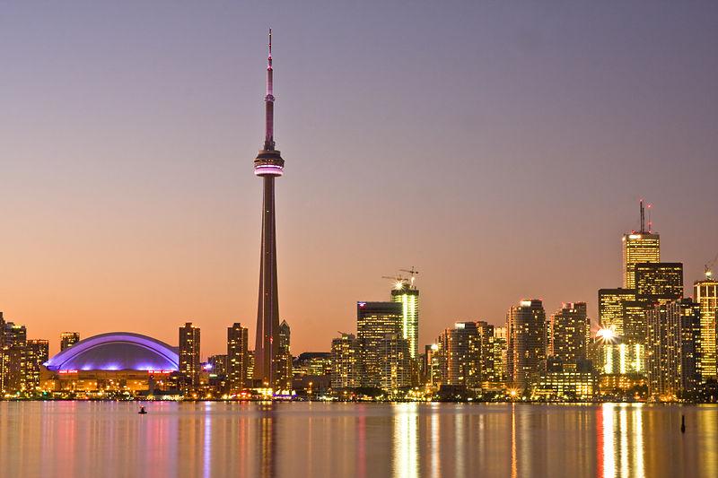 File:Toronto at Dusk -a.jpg