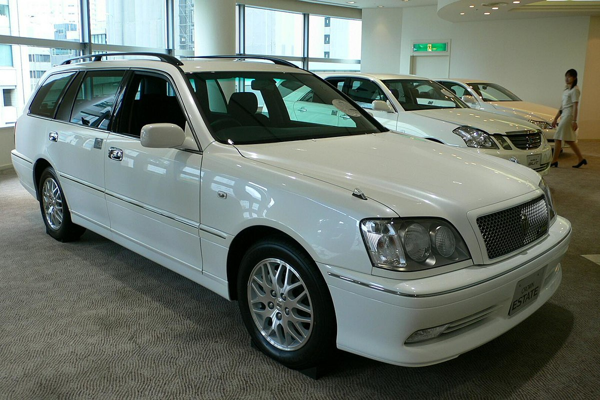 1200px toyota crown estate 01