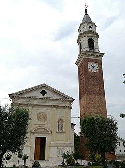 Trevignano - chiesa parrocchiale e campanile.jpg