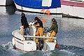 Trois jeunes pêcheurs en bateau.JPG