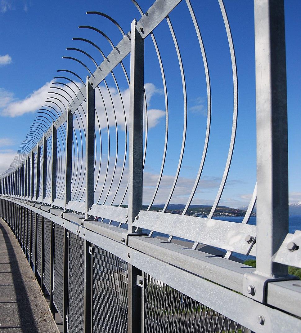 Tromsøbrua suicide prevention fence 2008-06-28 (cropped)