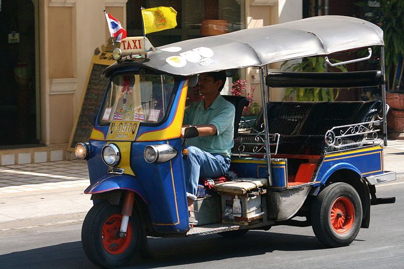Bestand:Tuktuk at Tha Phae Road.jpg