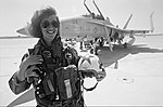 USN Female Fighter Pilot Lt. Tammie Jo Shults (Bonnell) poses in front of her F-18 Hornet aircraft(3363633 Milne-2aInsta).jpg