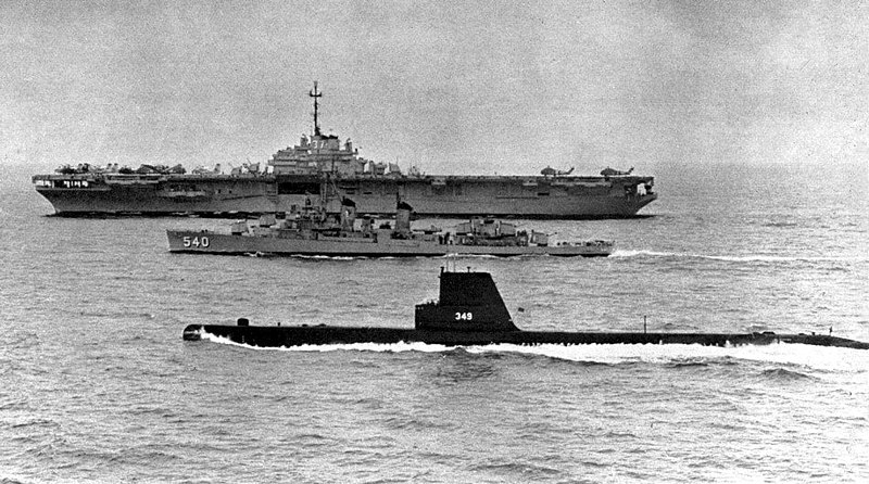 file uss princeton  cvs-37  twining  dd-540  and diodon  ss-349  underway 1959 jpg