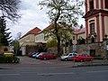 Uhříněves, kostel a zámek.jpg
