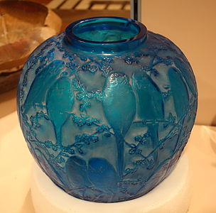 Vase (Perruches) by Rene Jules Lalique, 1922, blown four mold glass - Cincinnati Art Museum - DSC04355.JPG
