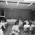 Vergadering in Bijlmermeer over huurverlaging met honderd gulden, Bestanddeelnr 926-6722.jpg