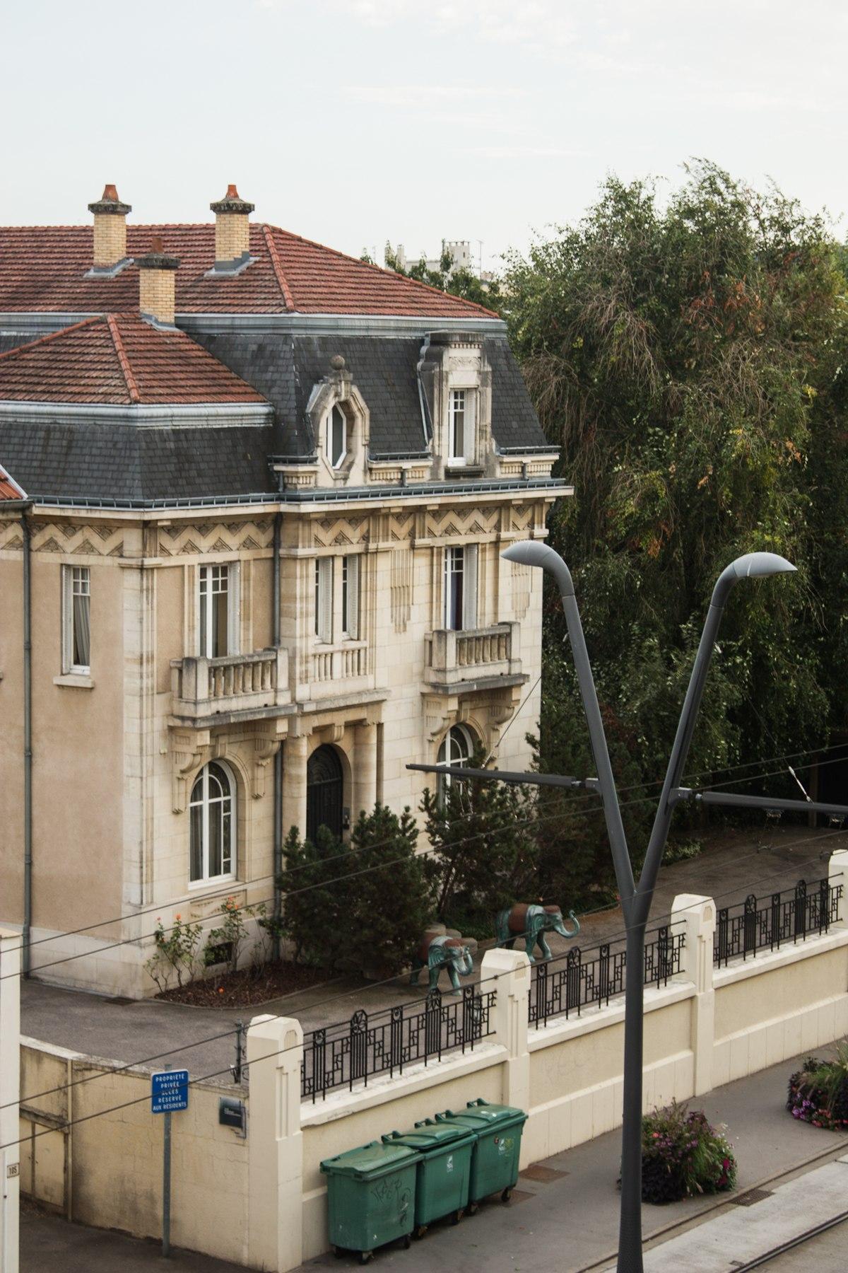 Avenue General Leclerc  Caluire France Cars Offre D Emploi