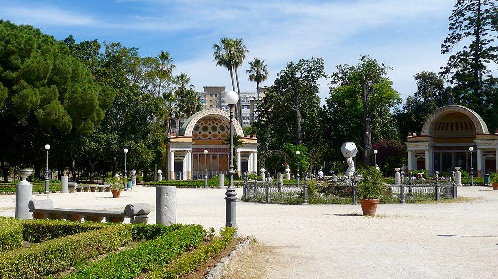 Dans le jardin de la Villa Giulia à Palerme. Photo de Vincezam