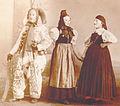 Villingen 1900 Narro und zwei Trachtenträgerinnen.jpg