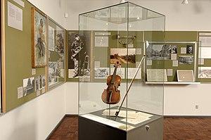 Carl Nielsen Museum - Image: Violin, Carl Nielsen museet (4885183894)