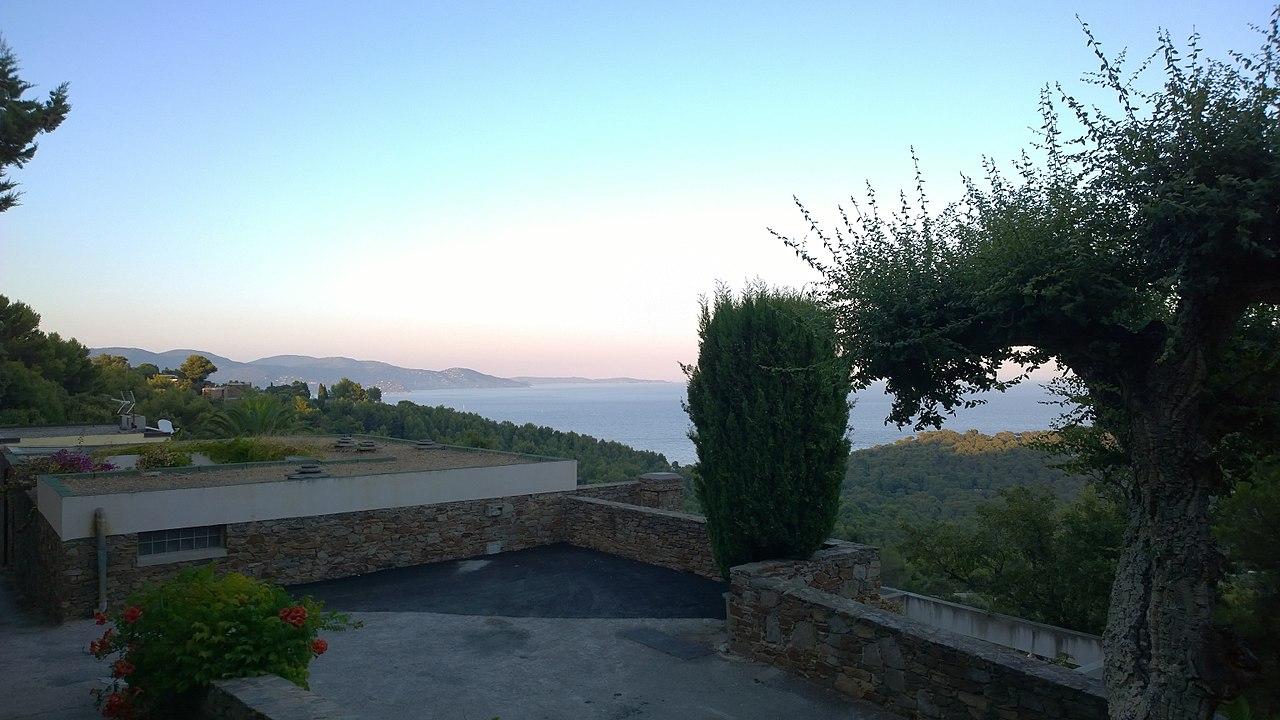 Vue Est du Village des Fourches - panoramio.jpg