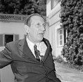 Walter Mehring zittend op een terras, Bestanddeelnr 254-5063.jpg