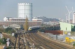 Wandsworth Road railway station MMB 05 465913.jpg