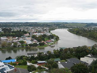 Whanganui River und Wanganui Stadt vom Durie Hill aus gesehen.