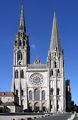 https://upload.wikimedia.org/wikipedia/commons/thumb/1/13/Westfassade_Chartres.jpg/250px-Westfassade_Chartres.jpg