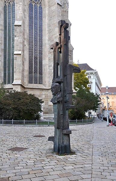 File:Wien Minoritenplatz Figl-Denkmal 1.jpg