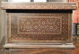 Zellige - Wooden box inlaid with ivory with zellige-like geometrical motifs. Italy (Florence or Venice) 15th century.