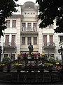 Xinhui 新會城 morning 仁壽路 Renshou Lu 景堂圖書館 Jingtang Library coutyard facade statue.JPG