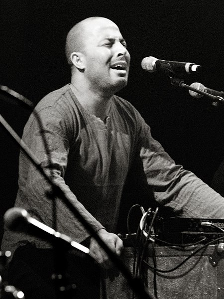 http://upload.wikimedia.org/wikipedia/commons/thumb/1/13/Youssef_Dhafer_6021264-2bw.jpg/450px-Youssef_Dhafer_6021264-2bw.jpg