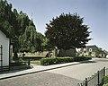 Zicht op de kerk met straatbeeld - Wagenborgen - 20387750 - RCE.jpg