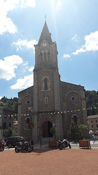 Église vue de la place