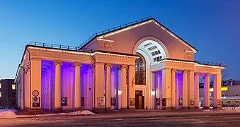 Театр ім. Шевченка у Кривому Розі. Вид вночі.jpg