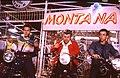 מומו, בנצי ויודלה על אופנועים.jpg