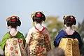知恩院 舞妓撮影 Chion-in Maiko (11153144956).jpg