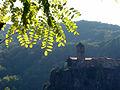 04 Castellfollit de la Roca i la cinglera basàltica, amb el campanar de Sant Salvador.jpg