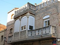 055 Cal Menutx (Mollerussa), balcó i tribuna.JPG