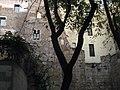 060 Restes de muralla a la pl. Frederic Marès.jpg