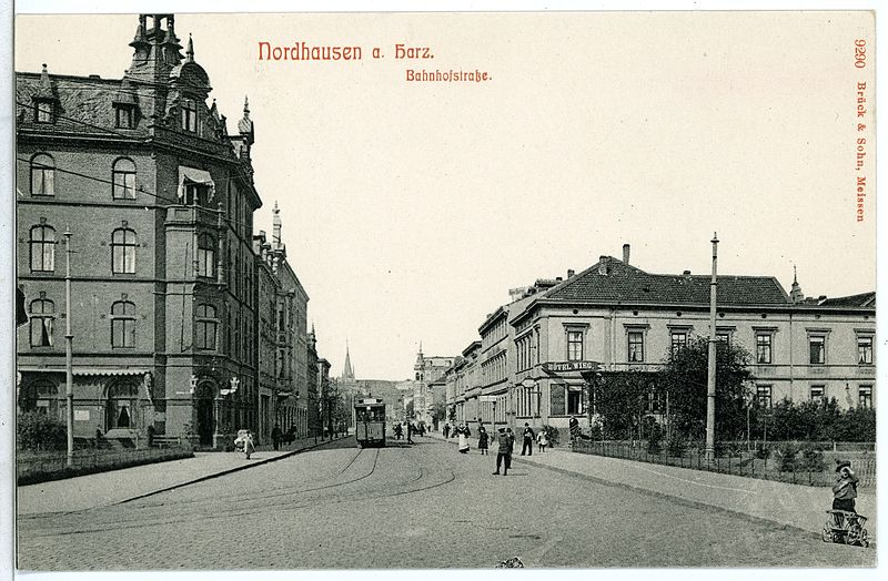 Datei:09290-Nordhausen-1907-Bahnhofstraße mit Straßenbahn-Brück & Sohn Kunstverlag.jpg