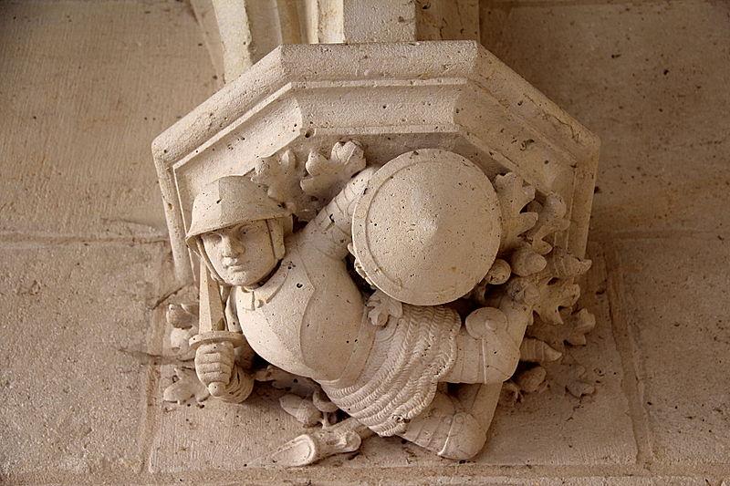 File:0 Château de Pierrefonds - Console sculptée représentant un soldat casqué et armé.jpg