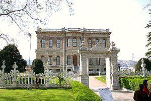 Küçüksu Palace - Entrance to the palace grounds from land