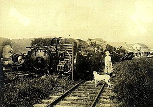 Grove Karl Gilbert - Derailed train after the 1906 San Francisco earthquake; photo by G.K. Gilbert