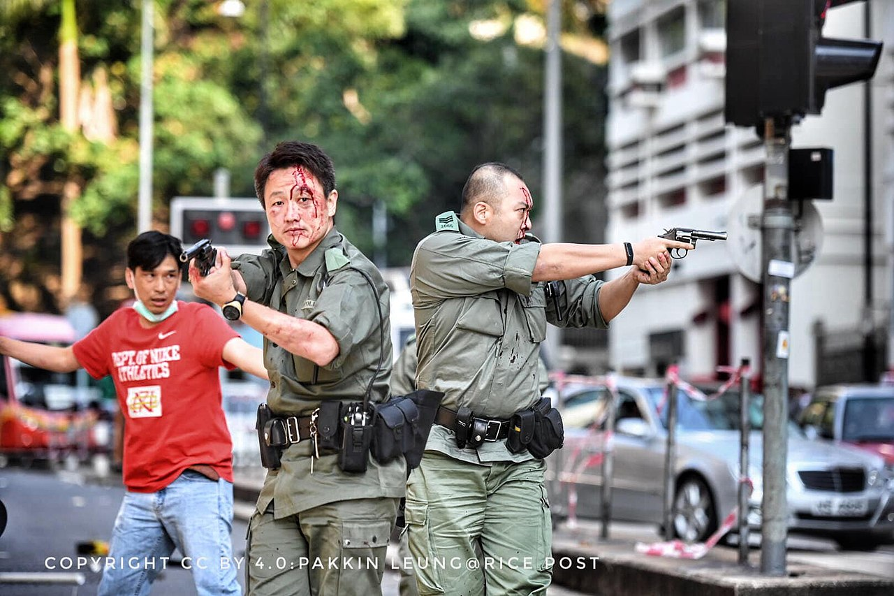 191001 HK police draws gun against protesters 01.jpg
