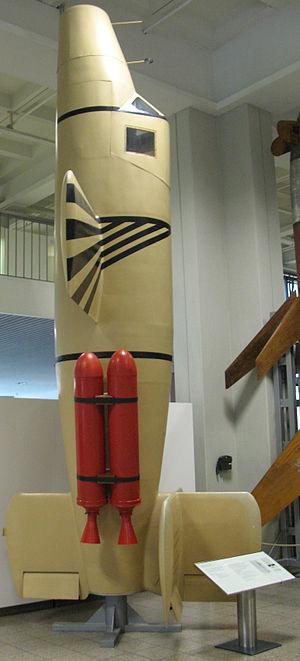 Schmidding SG 34 - Natter,  Schmidding rocket motors in red