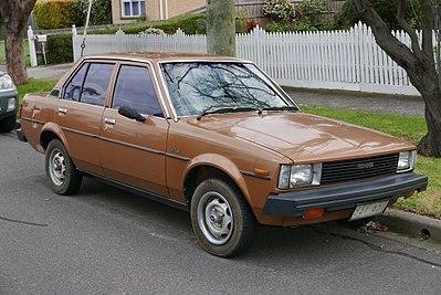 400px-1983_Toyota_Corolla_%28KE70%29_CS_sedan_%282015-07-03%29_01.jpg