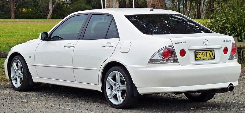 IS Type XE10 800px-1999-2005_Lexus_IS_200_%28GXE10R%29_sedan_03