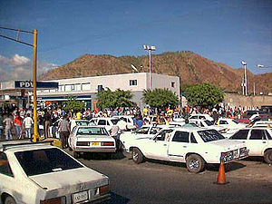 Venezuelan general strike of 2002–03 - Long vehicular traffics in gas stations in December 10, 2002.